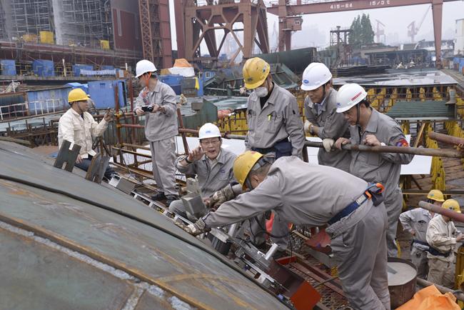 沪东中华成为国内第一家将埋弧自动焊工艺应用于船舶横向大接缝焊接的
